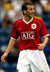 Liam Miller playing football for Man Utd