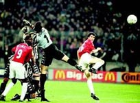 Roy Keane scores for Manchester United against Juventus in 1999
